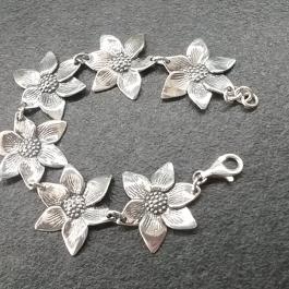Stříbrný náramek AG0115